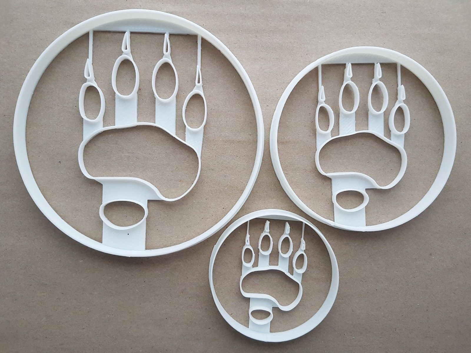 Bear Paw Print Grizzly Shape Cookie Cutter Dough Biscuit Pastry Fondant  Sharp Stencil Wild Animal Mammal Pawprint Claw